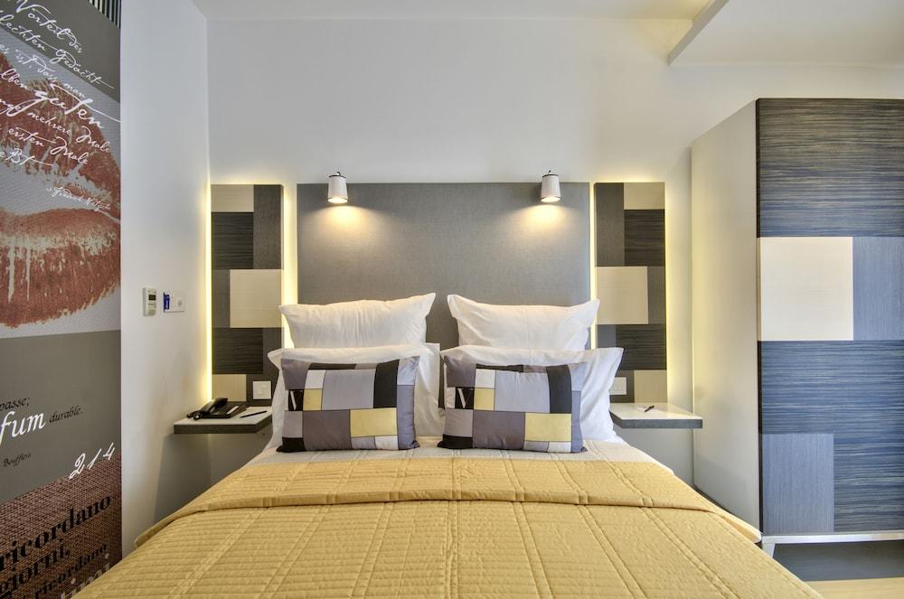 https://i.travelapi.com/hotels/7000000/6580000/6571900/6571840/a0549068_z.jpg