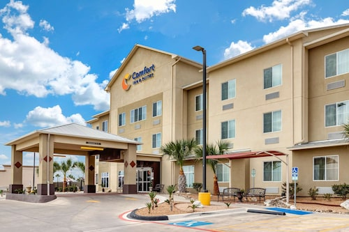 . Comfort Inn & Suites Lakeside