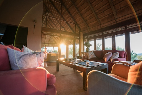 . Rhulani Safari Lodge
