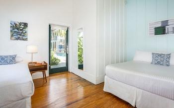 Cabana Queen w/Twin Bed