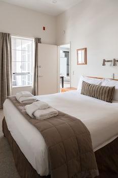Hotel - Courtenay Village