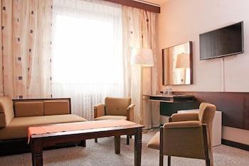 1 bedroom apartment, large garden, 15 min to beach
