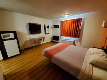 Hotel - Crossroads Inn