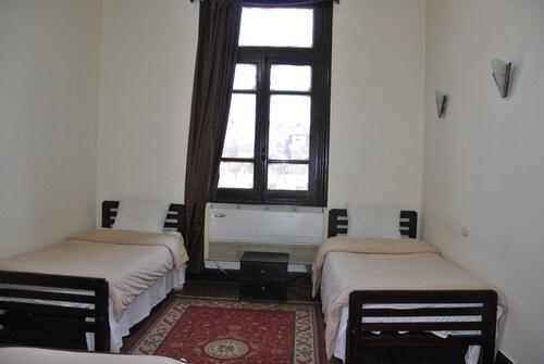 Cecilia - Hostel, 'Abdin