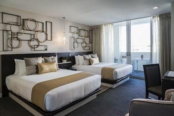 Premier Room, 2 Queen Beds, Balcony, Pool View