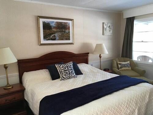 . Highland Lake Resort
