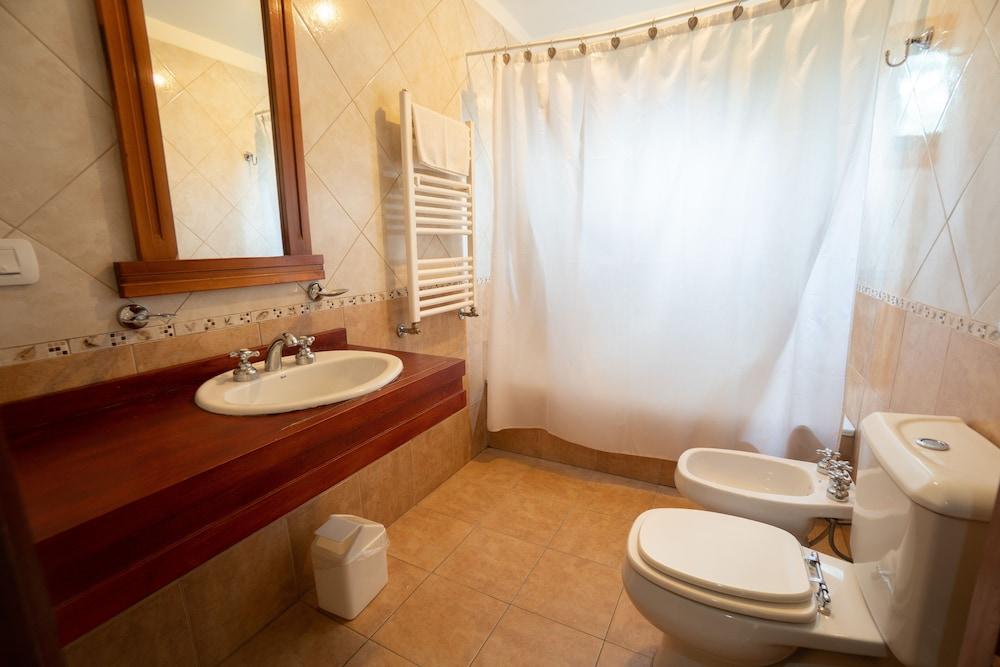 https://i.travelapi.com/hotels/7000000/6640000/6638600/6638555/855d12c1_z.jpg