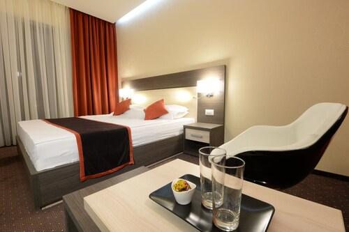 Hotel Galaxy, Dumbravita
