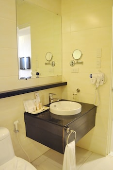 Big 8 Corporate Hotel Davao Bathroom Sink