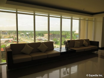 Big 8 Corporate Hotel Davao Lobby Sitting Area