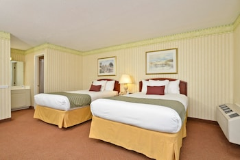 Standard Room, 2 Double Beds, Non Smoking, Refrigerator & Microwave (Scenic View)