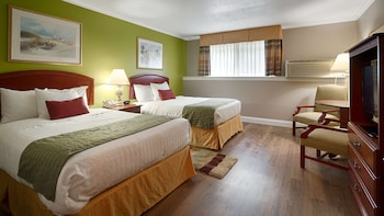 Standard Room, 2 Double Beds, Accessible, Refrigerator & Microwave (Walk-in Shower)