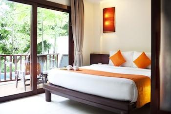 Comfort Room, 2 Double Beds, Pool Access, Garden View