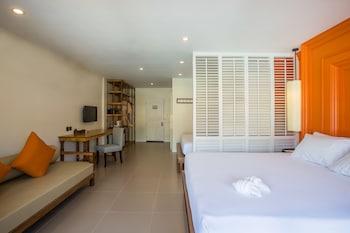 Grand Deluxe Room, 2 Double Beds, Balcony, Garden View