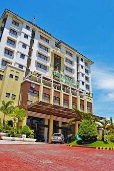 Hotel - The Pinnacle Hotel and Suites