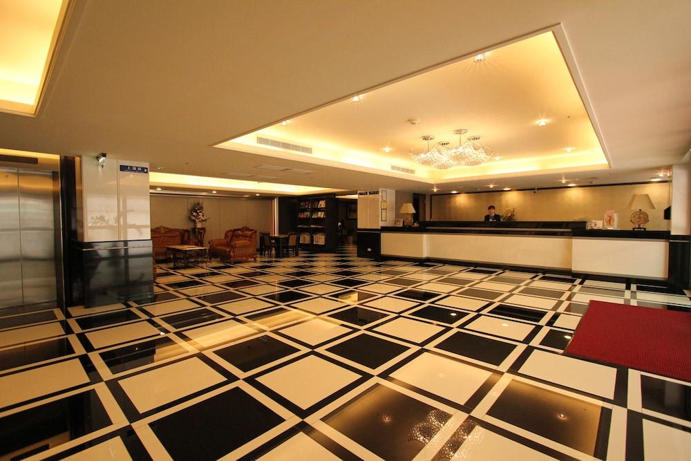 シーズーワン ホテル - 高雄駅 (高雄西子灣大飯店-站前館)