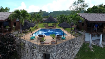 Bodo's Bamboo Bar Resort Cebu Featured Image