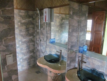 Bodo's Bamboo Bar Resort Cebu Bathroom