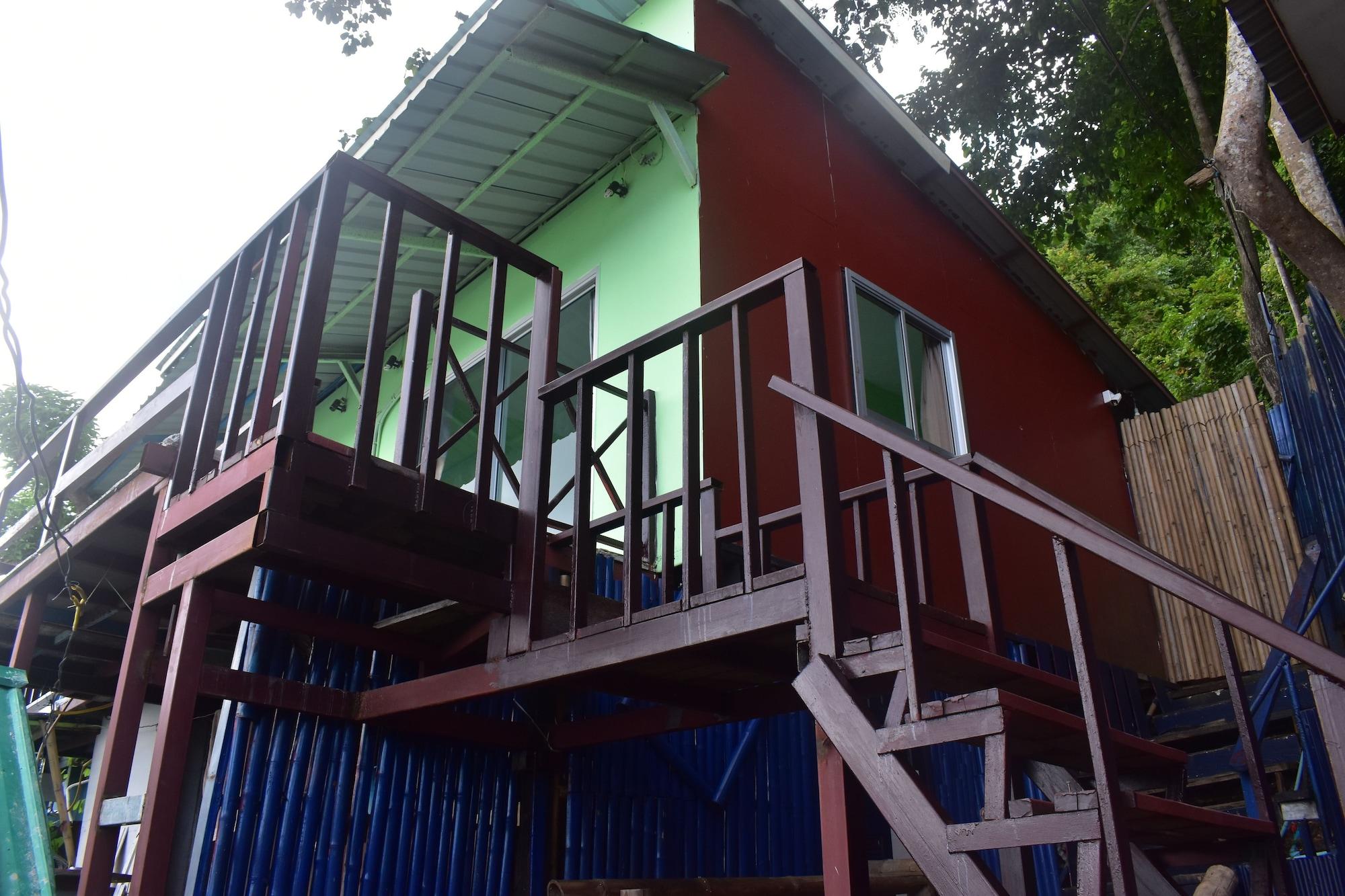 Phi Phi Beach Front Resort, Muang Krabi