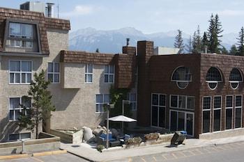 Tonquin Inn