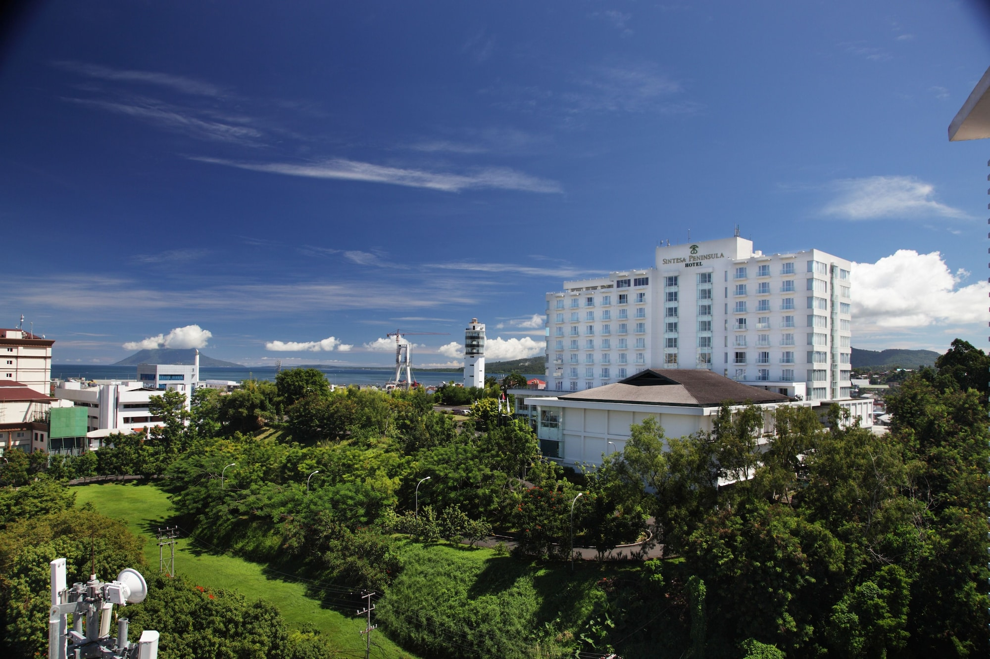 Sintesa Peninsula Hotel Manado, Manado