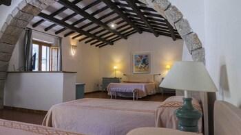 Superior Quadruple Room, 1 Bedroom, Pool View, Poolside