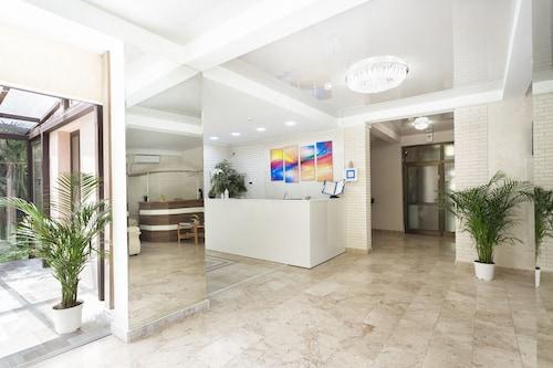 . Raduzhny Hotel
