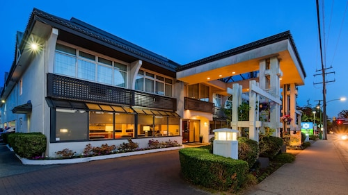 . SureStay Hotel by Best Western North Vancouver Capilano