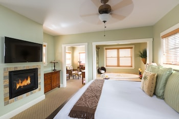 Grand Room, 1 King Bed, Accessible (Spa)