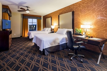 Suite, 2 Queen Beds (Hearing Accessible)