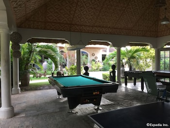 Linaw Beach Resort Bohol Billiards