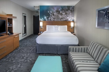 Guestroom at Courtyard Philadelphia South at The Navy Yard in Philadelphia