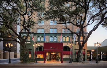 Hotel - The Pontchartrain Hotel