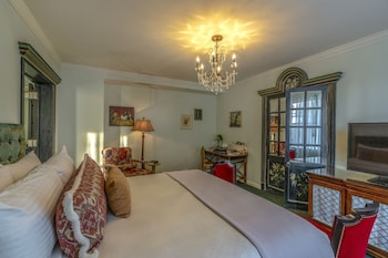 Suite, 1 King Bed (Calliope)