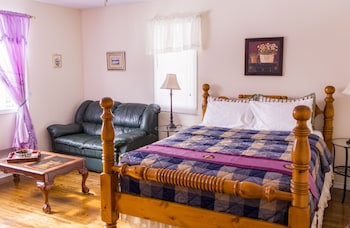 Superior Room, 1 Queen Bed, Private Bathroom( 3 )
