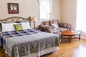 Superior Room, 1 Queen Bed, Shared Bathroom( 2 )