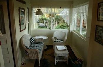 Superior Suite, 1 Bedroom, Private Bathroom, Garden View (06 Garden Suite)