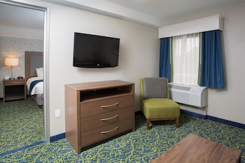 Suite, 1 King Bed, Non Smoking (Oversized Room)