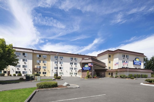 . Days Inn by Wyndham Lacey Olympia Area