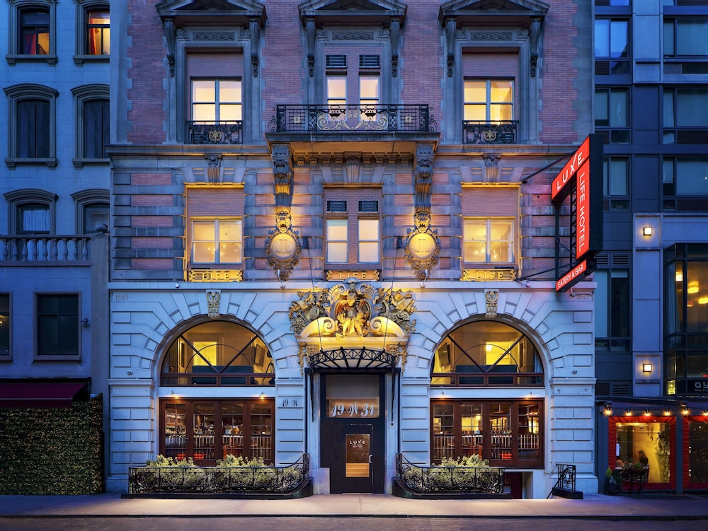 Luxe Life Hotel New York, Featured Image