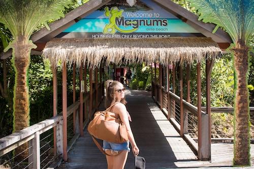 . Magnums Airlie Beach