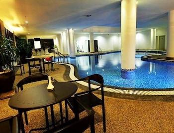 Holiday Villa Hotel & Suites - Indoor Pool  - #0