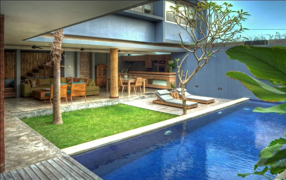 The Grove Villa Bumbak