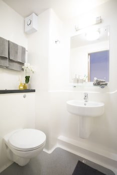 Beaverbank Place - Campus Residence - Bathroom  - #0