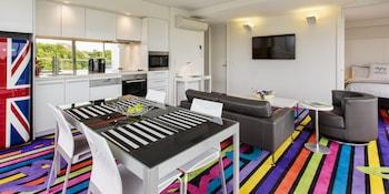 One Bedroom Apartment, Low Floor, City View