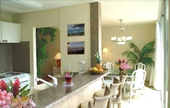 Deluxe room - balcony, mountain OR ocean views