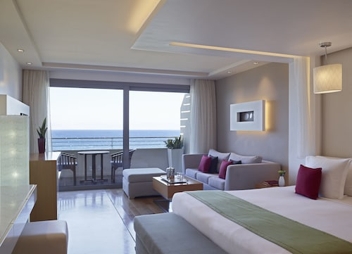 . Elite Suites by Rhodes Bay