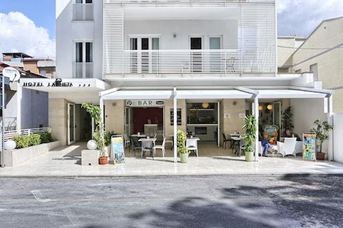 __{offers.Best_flights}__ Hotel La Pineta