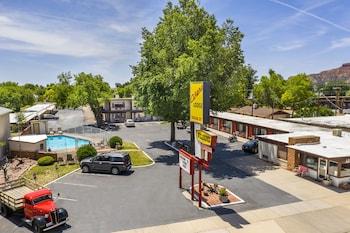 Hotel - Aiken's Lodge