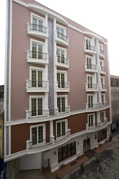 Hotel - Maywood Hotel